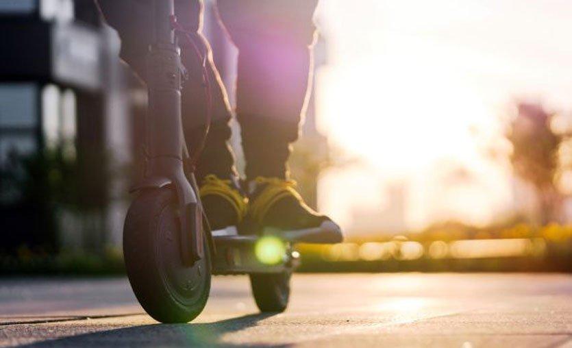 Şehir İçi Ulaşımda Yeni Bir Trend Olan Elektrikli Scooterlarla İlgili Yasa ve Yönetmelikler